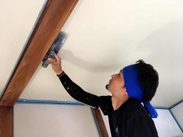 壁の匠作業中